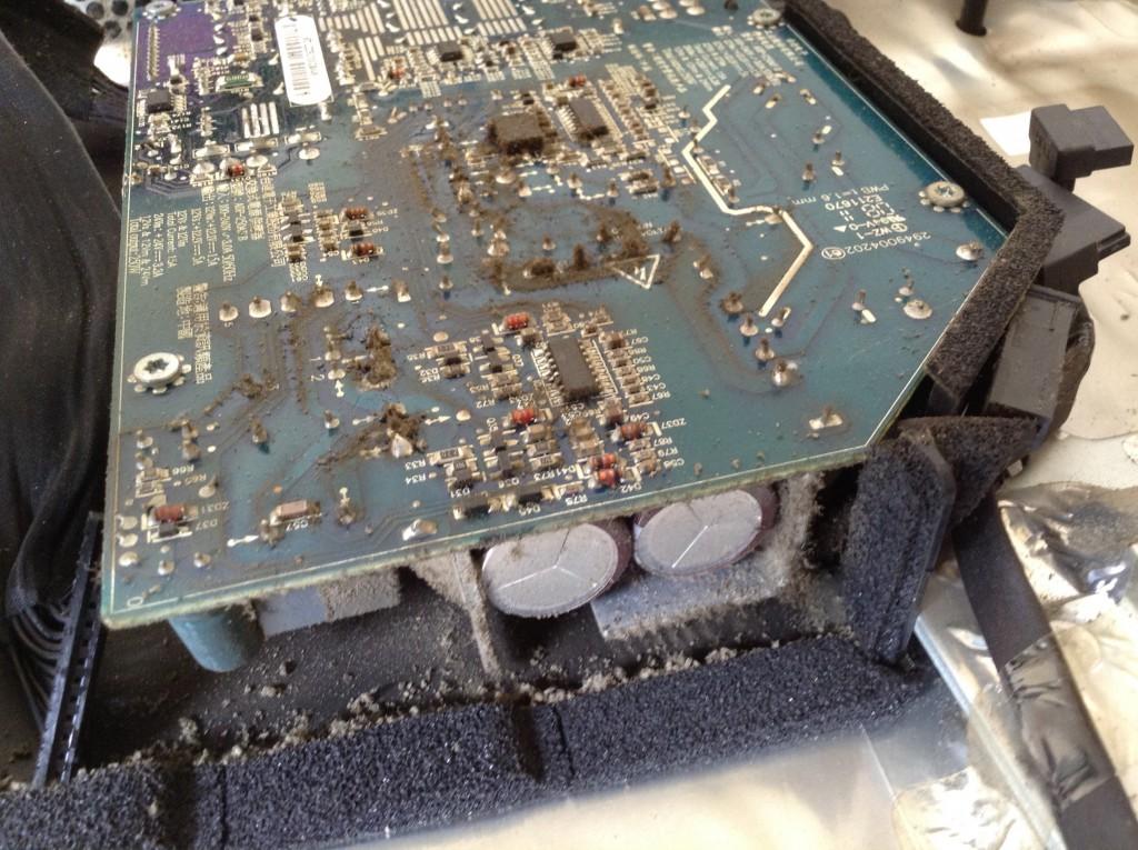 Nettoyer la carte mère de son iMac